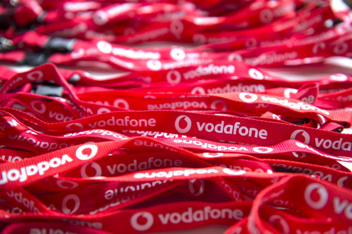 Vodafone Inks Partnership With Lava For Cashback On Feature Phones