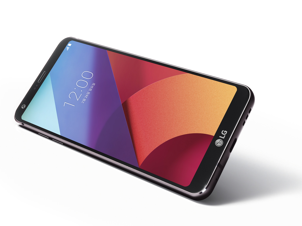 Smartphone LG G7 learns its owner's eyes